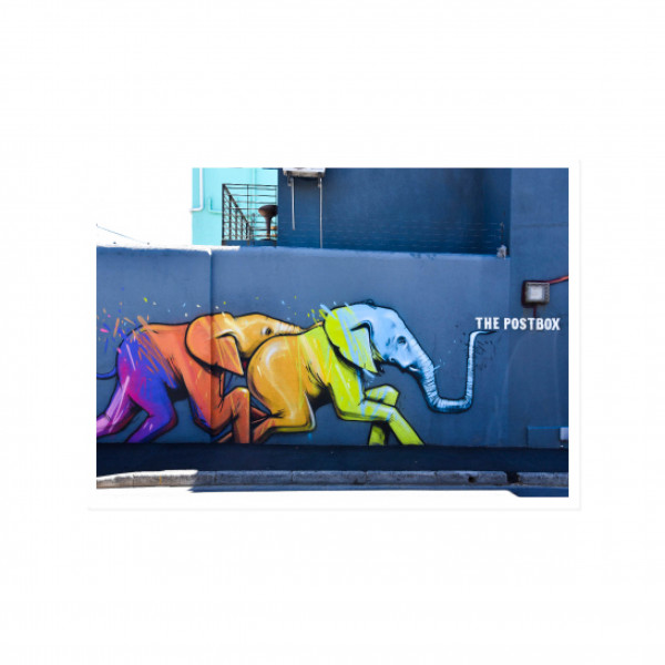 Postkarte quer, Streetart, THE ELEPHANT IN THE POSTBOX