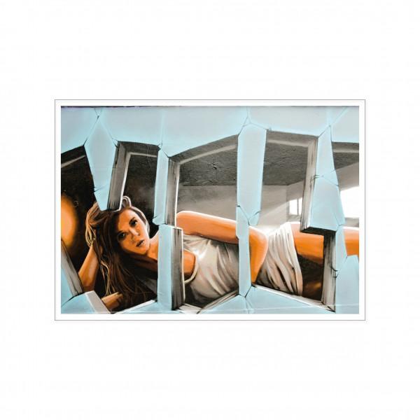 Postkarte quer, Streetart, LIEGENDE FRAU
