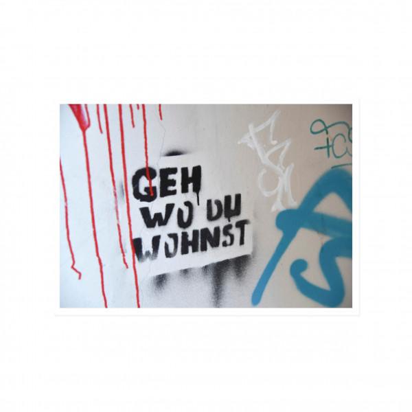 Postkarte quer, Streetart, GEH WO DU WOHNST