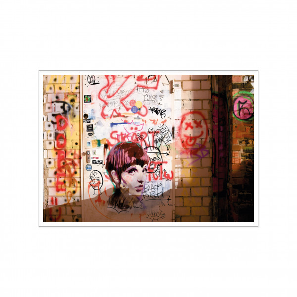 Postkarte quer, Streetart, TAGS AND HEADS ON A DOOR