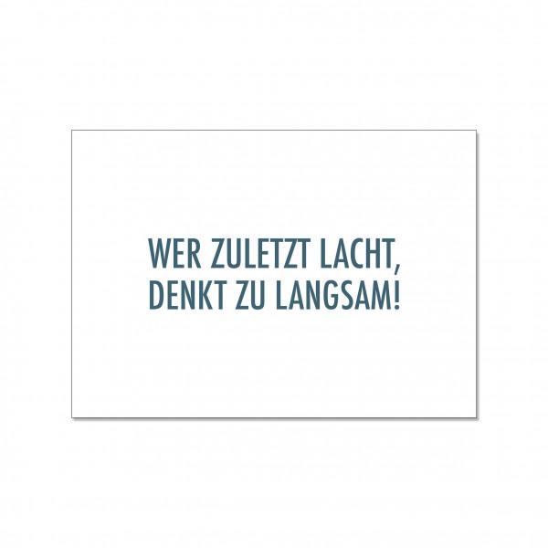 Postkarte quer, WER ZULETZT LACHT,DENKT ZU LANGSAM!